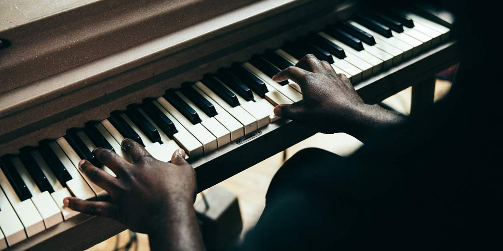 Basic Piano Voicing Techniques – Berklee Online Take Note