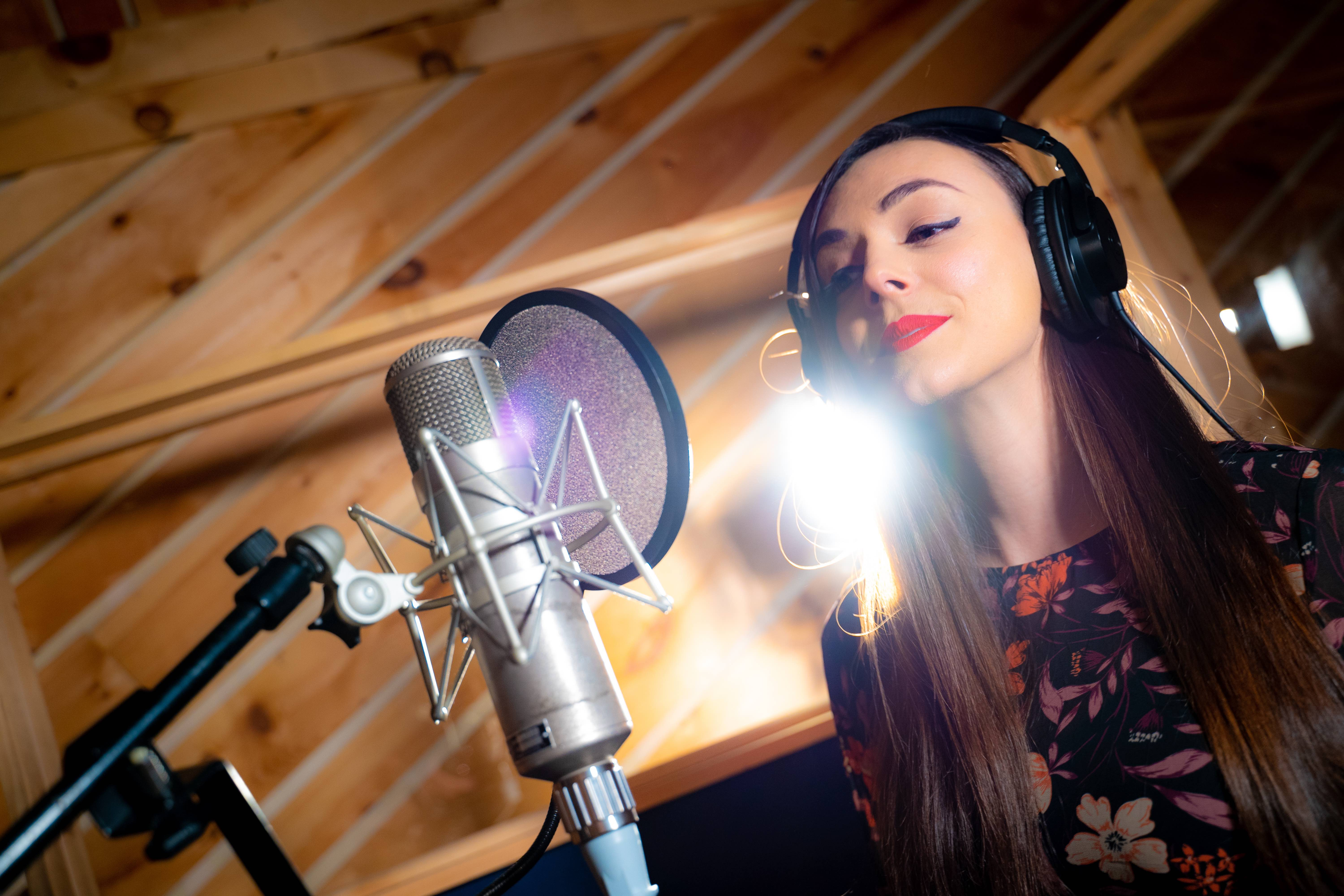 10 Tips for a Successful Vocal Recording Session in a Studio